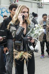 28009796_Stella-Maxwell--Versace-Fashion