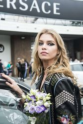 28009801_Stella-Maxwell--Versace-Fashion