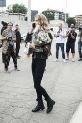 28009810_Stella-Maxwell--Versace-Fashion