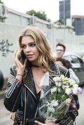 28009813_Stella-Maxwell--Versace-Fashion