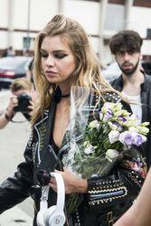 28009817_Stella-Maxwell--Versace-Fashion