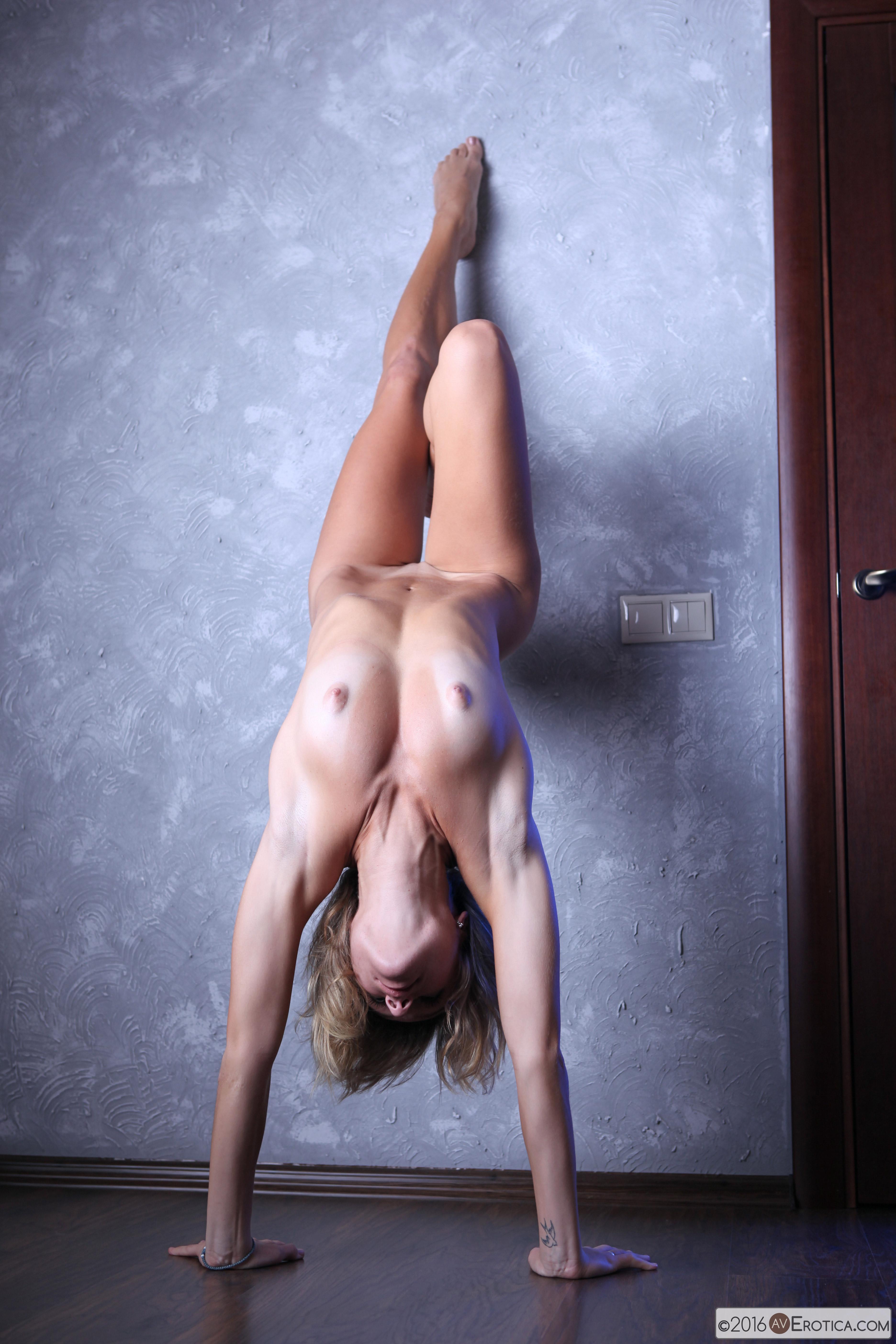гимнастки откровенные позы