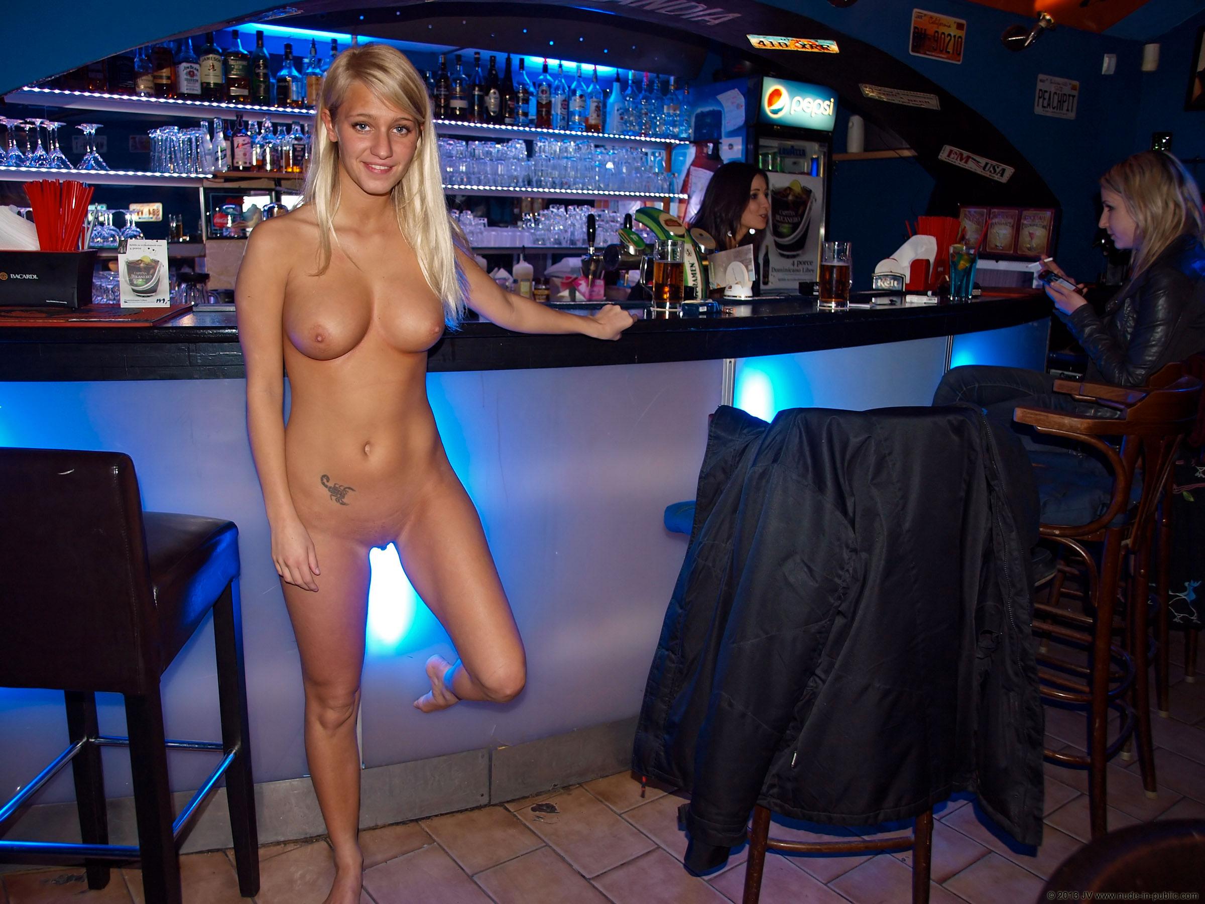 Фото голые в клубах, Фото голых девушек в ночных клубах частное порно 23 фотография