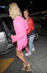 34965029_40714839_hailey-baldwin-9.jpg