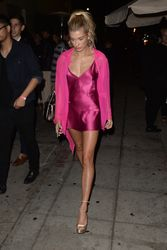 34965031_40714902_hailey-baldwin-1.jpg