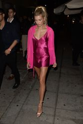 34965032_40714904_hailey-baldwin-2.jpg