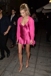 34965037_40714912_hailey-baldwin-5.jpg
